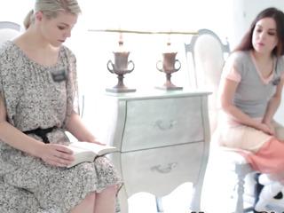 Mormon lezdomina has oral sex