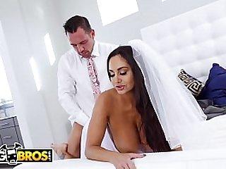 BANGBROS - Sexy MILF Ava..