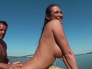 Mandy Bright auf Boot..
