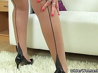 British milf Lelani always enjoys a big brown dildo stretching her mature cunny (brand NEW video available in Full HD 1080P). Bonus video: English milf Beau Diamonds.