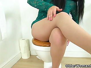 British mature Michelle lowers her red knickers and fucks her shaven cunt with her finger (now available in Full HD 1080P). Bonus video: English milf Annabella Ford.
